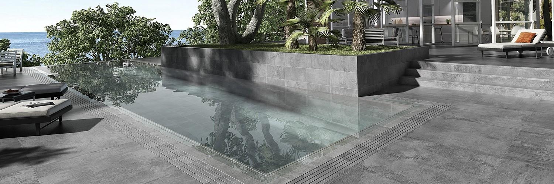 Piscina integrada en terraza acabado Ópera Iron